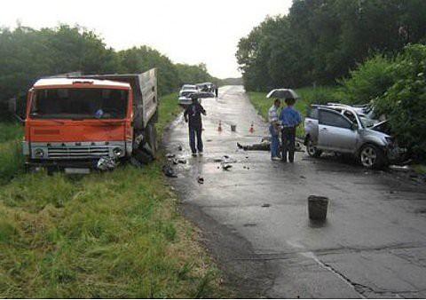 Страшное ДТП в Макеевке — в результате столкновения джипа и «КАМАЗа» погибло трое человек (фото), фото-2