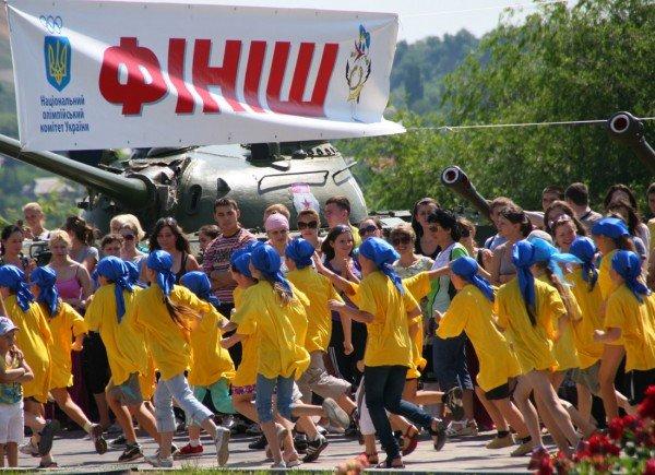 В Донецке бегали сегодня не просто так, а в поддержку «олимпийских идеалов мира и братства» (фото), фото-1