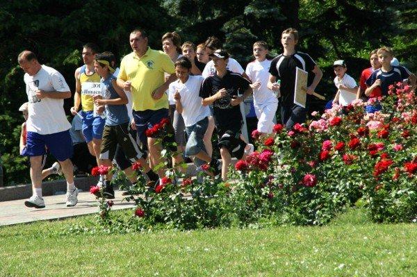 В Донецке бегали сегодня не просто так, а в поддержку «олимпийских идеалов мира и братства» (фото), фото-3
