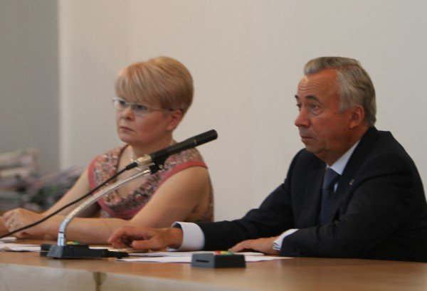 Депутаты донецкого горсовета требуют от Литвина поставить на голосование законопроект о русском языке (фото), фото-2