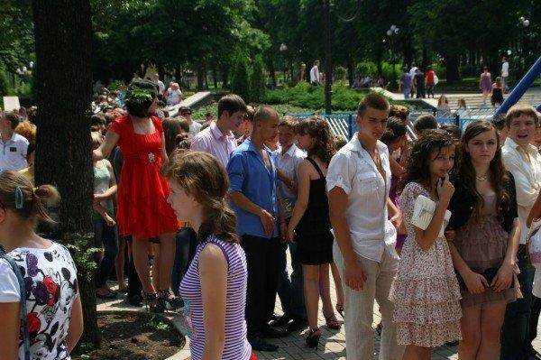Щедрость компании Ахметова в парке Щербакова закончилась ровно в 8 вечера (фото), фото-9
