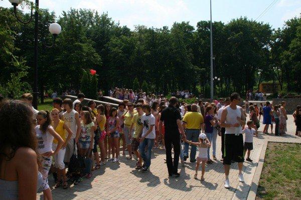 Щедрость компании Ахметова в парке Щербакова закончилась ровно в 8 вечера (фото), фото-10