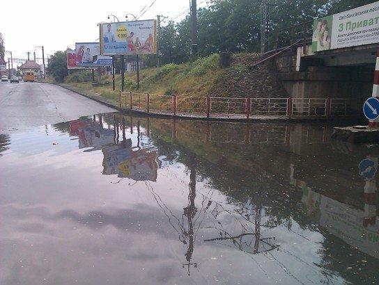 В Ужгороді продовжують тонути автомобілі (ФОТО), фото-1