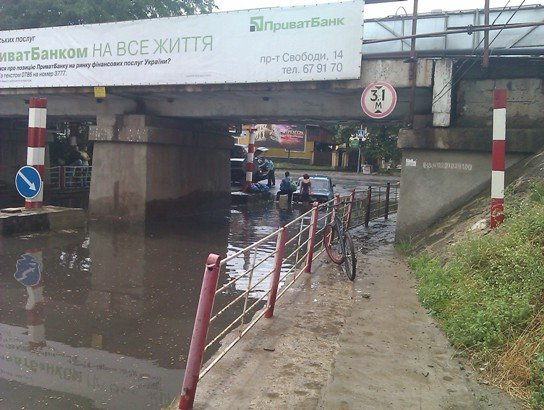 В Ужгороді продовжують тонути автомобілі (ФОТО), фото-2