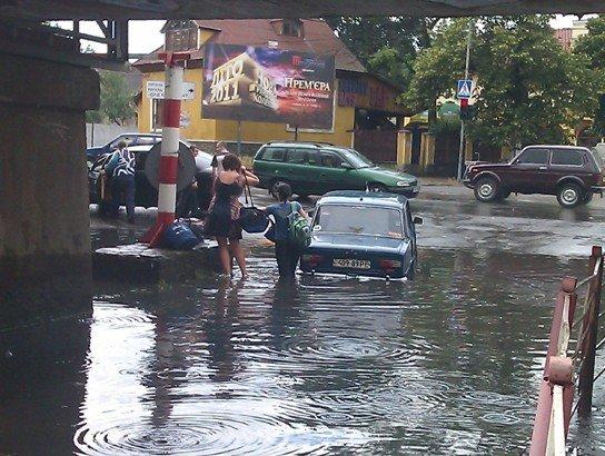В Ужгороді продовжують тонути автомобілі (ФОТО), фото-4