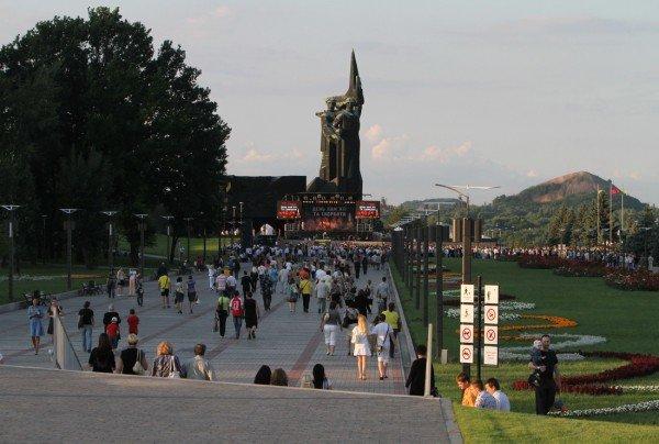 В Донецке звезды Малого театра приняли участие в митинге-реквиеме, посвященном 70-летию со дня начала войны (фото), фото-1