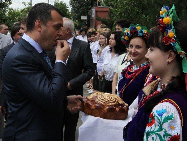 В Донецке открыли первый сервисный центр для обслуживания налогоплательщиков с уже приготовленными для чиновников камерами (фото, видео), фото-2