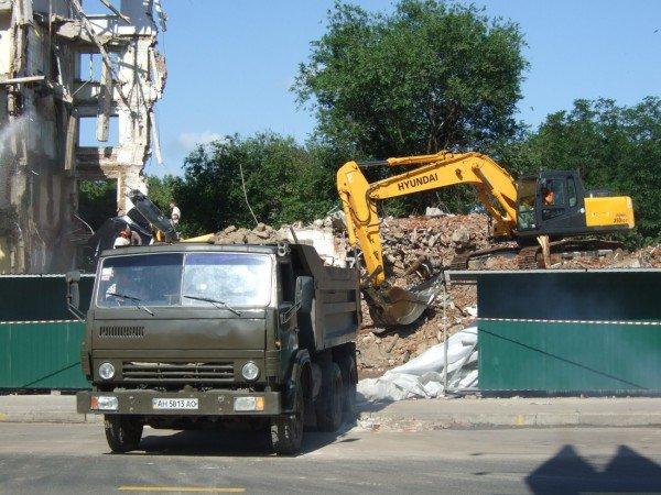 Решение донецкого суда о запрете стройки строителям Януковича прыти не убавило (фото), фото-2