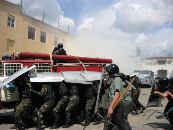 В Харькове подавили бунт и освободили заложника ( ФОТО), фото-4