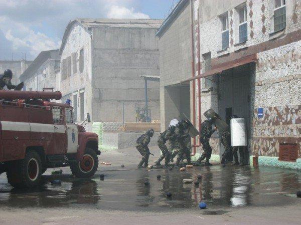 В Харькове подавили бунт и освободили заложника ( ФОТО), фото-3