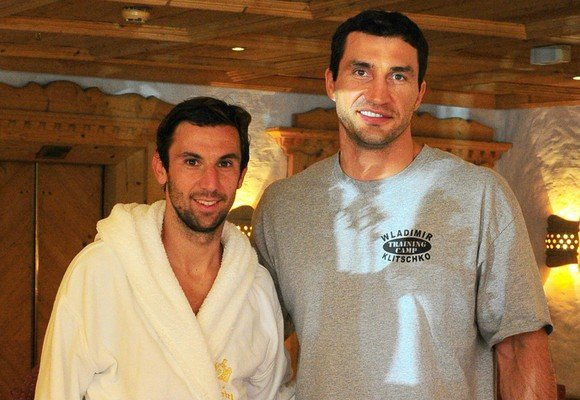 Капитан «Шахтера» провел спарринг с Владимиром Кличко, фото-1