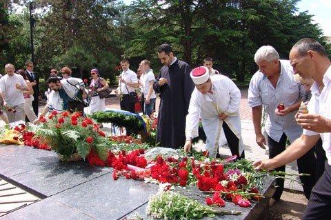 В Симферополе о павших в боях молились на разных языках (фото), фото-1