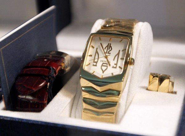 На выставке в Донецке показали часы президента (фото), фото-6