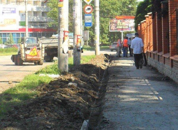 В Симферополе наконец-то начали чистить ливневки (фото), фото-3