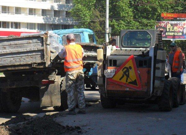 В Симферополе наконец-то начали чистить ливневки (фото), фото-5