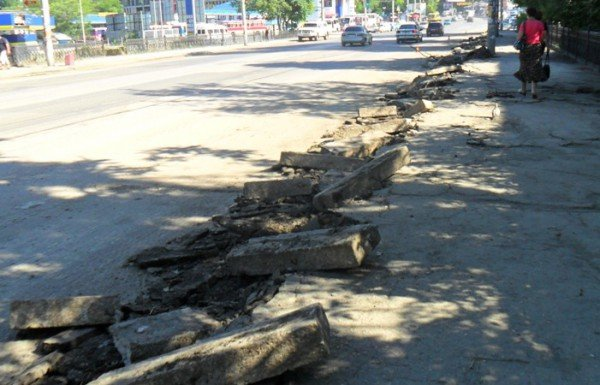 В Симферополе наконец-то начали чистить ливневки (фото), фото-6