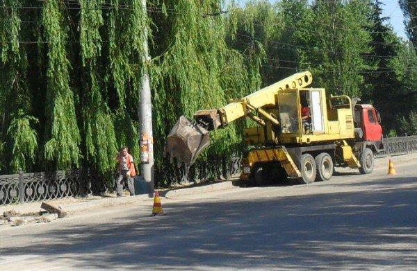 В Симферополе наконец-то начали чистить ливневки (фото), фото-7