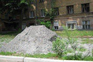 Во дворе дома по ул. Чичибабина строят парковку. Жильцы протестуют (ФОТО), фото-1