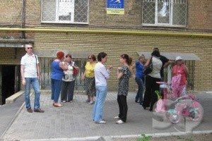 Во дворе дома по ул. Чичибабина строят парковку. Жильцы протестуют (ФОТО), фото-3