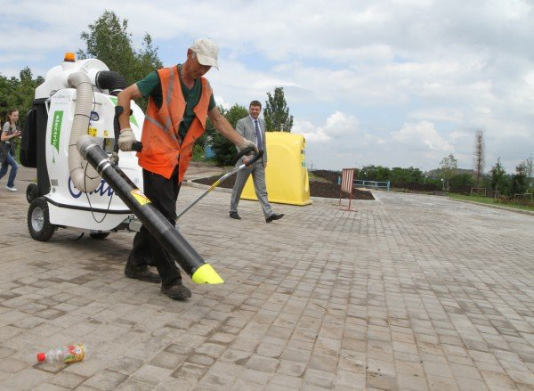 Бесшумные бельгийские уличные пылесосы уже в эти выходные начнут убирать улицы Донецка (фото), фото-3