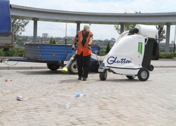 Бесшумные бельгийские уличные пылесосы уже в эти выходные начнут убирать улицы Донецка (фото), фото-2