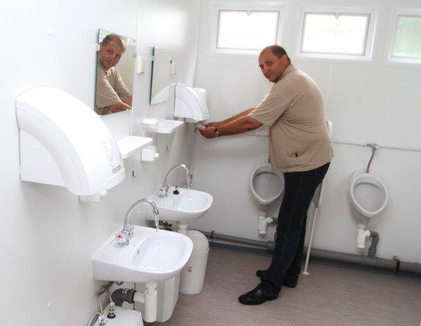 В Донецке продемонстрировали туалеты для «Евро-2012» стоимостью 800 тысяч гривен (фото), фото-3