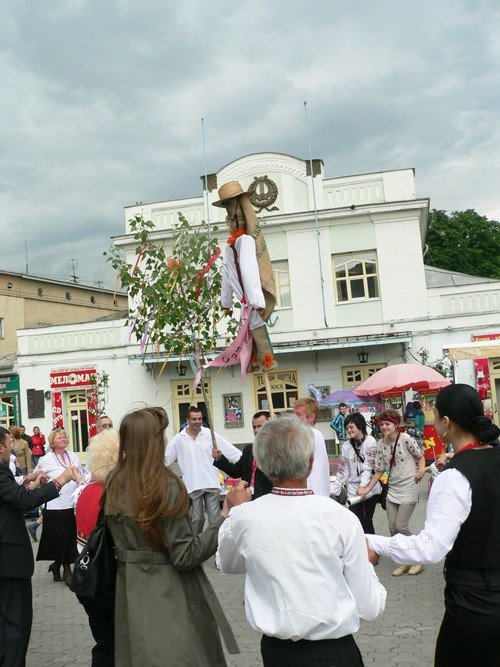 В Ужгороді вишиванками і звуками трембіти розпочалася «Купальська містерія» (ФОТО), фото-7