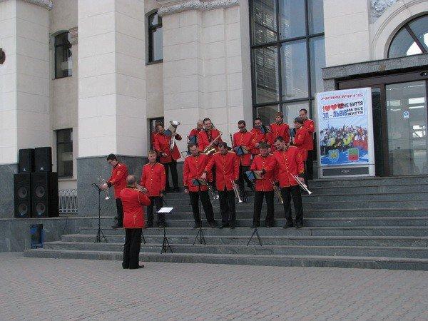 В Запорожье львовских майдансеров встречали с оркестром (ФОТО), фото-1