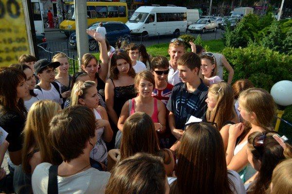 Фоторепортаж: Запорожцы призывали прохожих улыбаться, фото-2