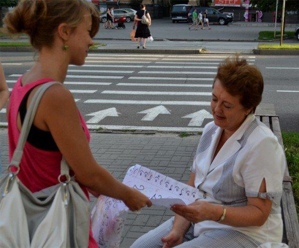 Фоторепортаж: Запорожцы призывали прохожих улыбаться, фото-5