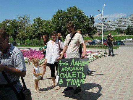 В Луганске активисты протестовали против «мажора» Ландика  (ФОТО), фото-4