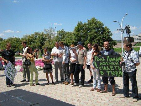 В Луганске активисты протестовали против «мажора» Ландика  (ФОТО), фото-1
