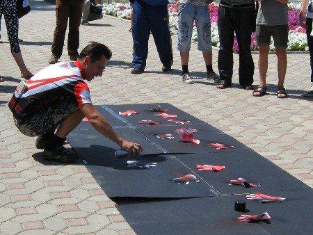 В Луганске активисты протестовали против «мажора» Ландика  (ФОТО), фото-3