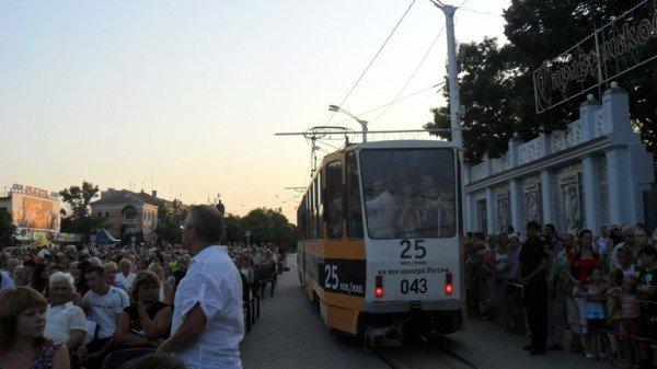 В центре Евпатории танцевали лебеди (фото), фото-5