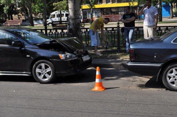 В Николаеве на глазах у ГАИшников в служебный автомобиль МЧС въехали три иномарки (ФОТО), фото-4