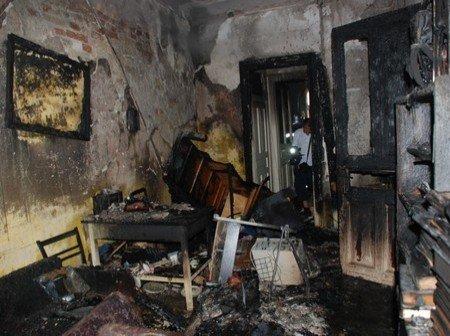 Малюк годину кричав на балконі палаючого будинку, а люди йшли мимо, фото-1