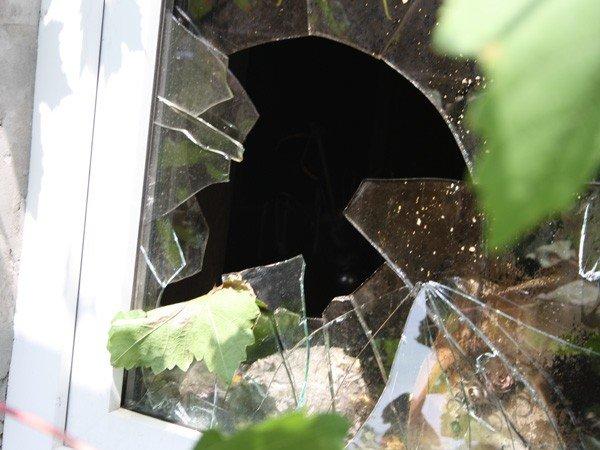 Запорожец обстрелял милицию и поджег свой дом  (ФОТО), фото-4