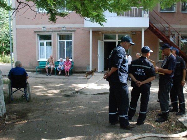 В Николаевском пансионате для ветеранов войны и труда сотрудники МЧС проводили учения (ФОТО), фото-3