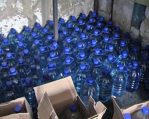 Луганчанин в гараже разливал «чудо-водку» (фото), фото-4
