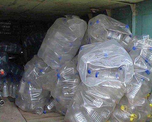 Луганчанин в гараже разливал «чудо-водку» (фото), фото-2
