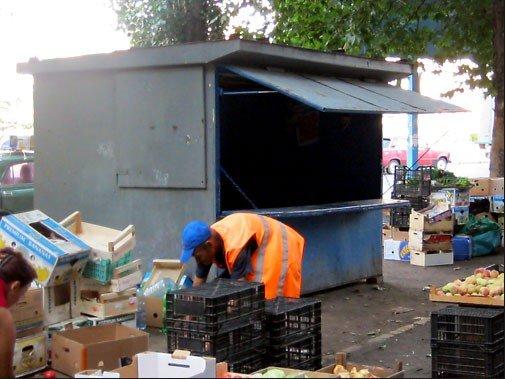 На площади Победы «воспитывали» стихийных торговцев (ФОТО), фото-1