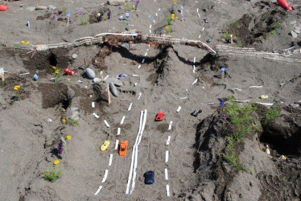 В Крыму детей научили строить сложные дорожные развязки из песка (фото), фото-2