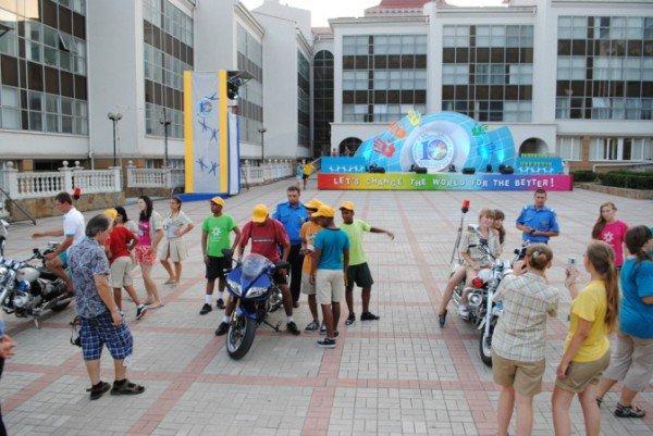 В Крыму детей научили строить сложные дорожные развязки из песка (фото), фото-3