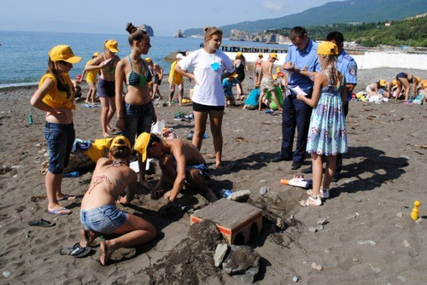 В Крыму детей научили строить сложные дорожные развязки из песка (фото), фото-5