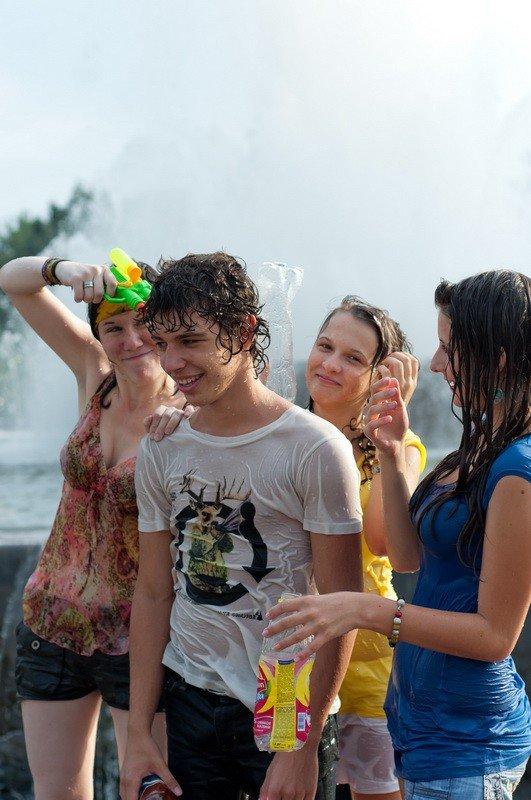 Запорожская молодежь спасалась от жары обливанием (ФОТО), фото-5