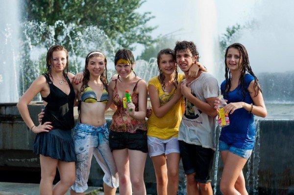 Запорожская молодежь спасалась от жары обливанием (ФОТО), фото-6