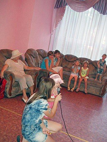 Луганская библиотека приглашает всех желающих на летние встречи у фонтана (фото), фото-3