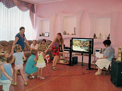 Луганская библиотека приглашает всех желающих на летние встречи у фонтана (фото), фото-2