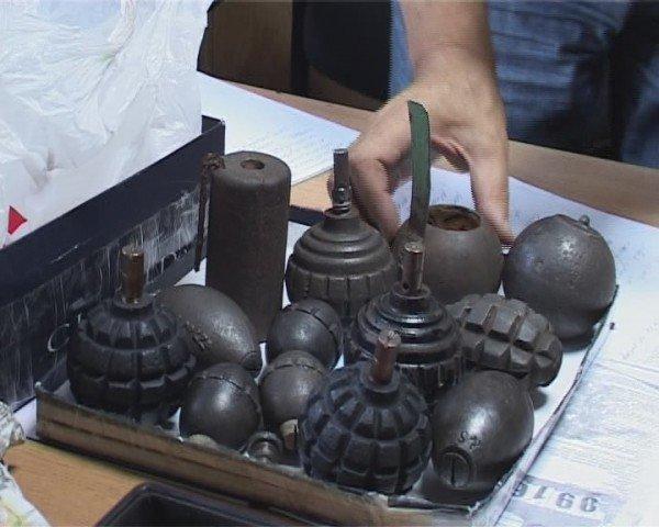 Одессит получил по почте странную посылку - коробку с гранатами (ФОТО), фото-1