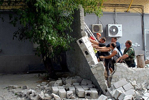 Незаконную постройку в центре Луганска снесли за 1 час (фото), фото-5